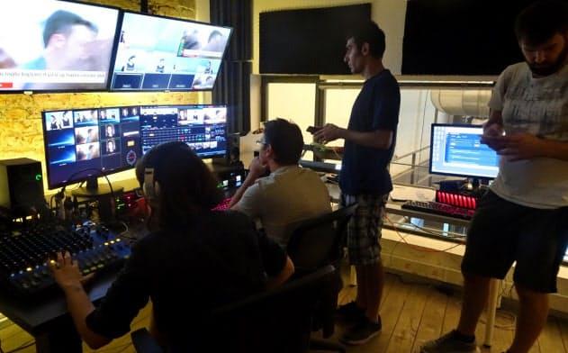 動画を配信する「メディヤスコープ」のモニター室(イスタンブール)