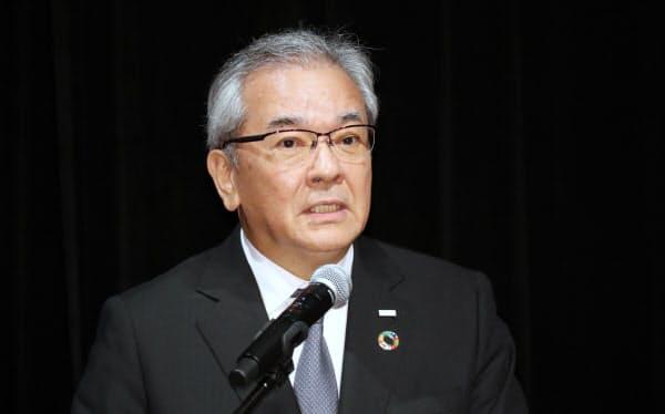 講演する三井住友銀行の高島頭取(1日、東京・大手町)