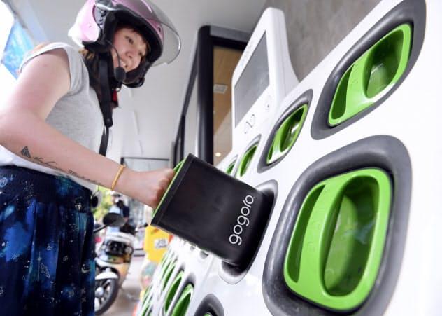 街中に設置されたゴゴロの充電ステーション(7月、台湾の台中市)=笹津敏暉撮影