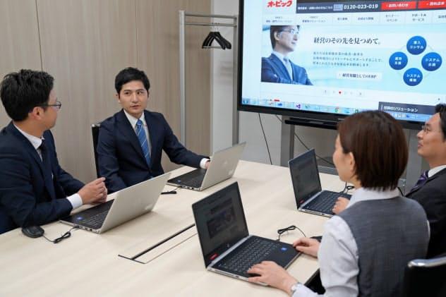 社員はほとんどが新卒採用でSEと営業、両方を経験する