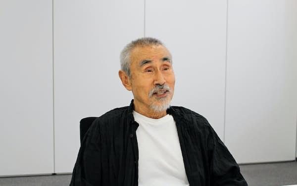 フランスのパリを拠点に俳優・演出家として活動する笈田ヨシ