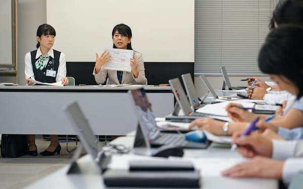 九州FG証券支店長との勉強会でノウハウを共有する(7月、肥後銀行水道町支店)