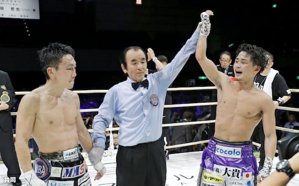 王者の京口紘人に敗れ、王座奪取に失敗した久田哲也(左)=共同