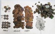 死んだミシシッピワニの雄「ミッピー」の胃から見つかった硬貨や小石=東山動植物園提供・共同