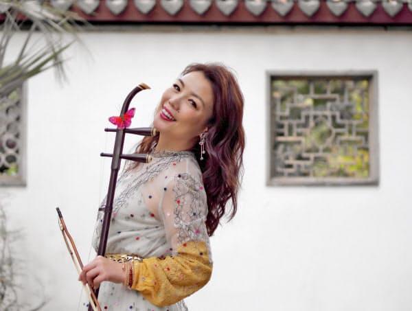 「12月の公演は新曲のほか代表曲も入れて、二胡を知らない人でも楽しめるものにしたい」と張り切る。公演の詳細はオフィシャル・ホームページのweiwei-wuu.com。
