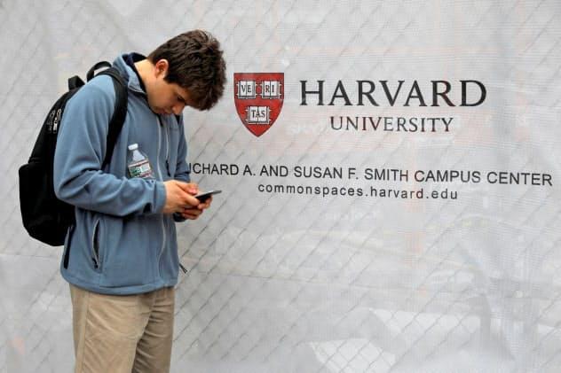 ハーバード大学はアジア系米国人学生を入試で差別していると訴えられた=ロイター