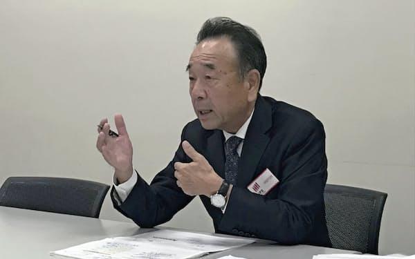 記者会見するレオクランの杉田昭吾社長