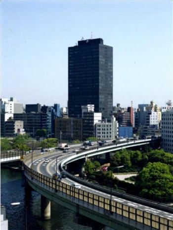 大阪で初めて高さ100メートルを超えた大阪大林ビルは「黒ビル」といわれた(大阪市中央区)