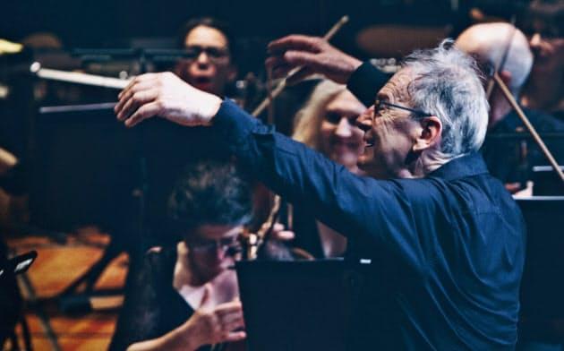エリオット・ガーディナー指揮、革命的ロマンティックオーケストラ(C)Adam Janisch