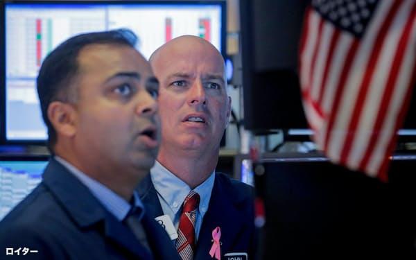 投資家のリスク回避姿勢が強まり、NY株は急落した(2日、ニューヨーク証券取引所)=ロイター