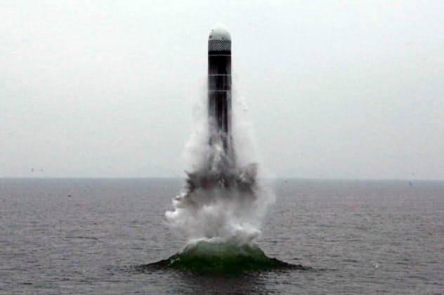 北朝鮮が2日発射したSLBM「北極星3」(労働新聞ホームページから)