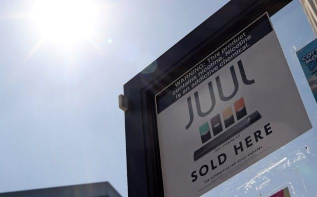 ジュールを販売していることを示す看板。ロサンゼルスにて=ロイター