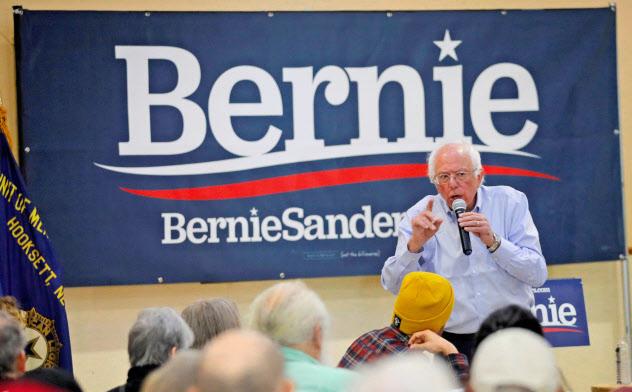 9月30日、ニューハンプシャー州で選挙演説するサンダース議員=ロイター
