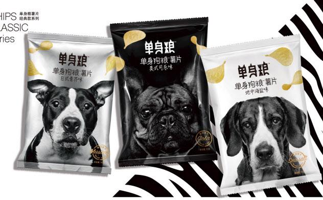 犬のマークが入った独身者をターゲットにしたポテトチップス(単身糧提供)