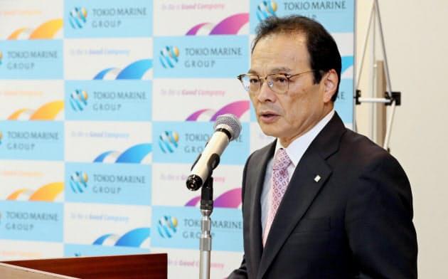 米保険大手の買収を発表する東京海上HDの小宮暁社長(3日、東京・丸の内)