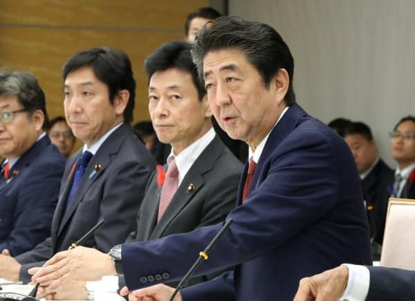 未来投資会議であいさつする安倍首相(3日、首相官邸)
