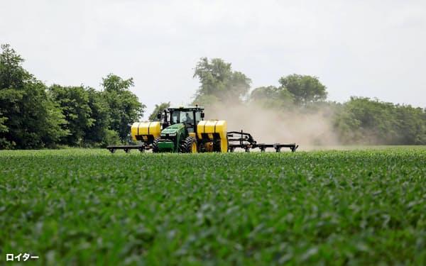 米国産地の天候や生産動向だけでは相場は見通せなくなっている(米国のトウモロコシ畑=ロイター)