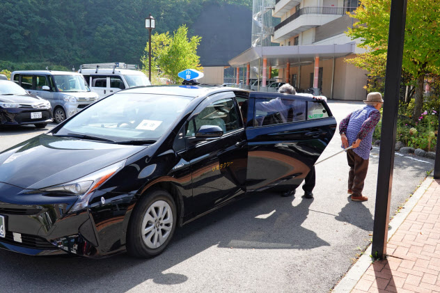 乗り合いタクシーの実験は車両2台を活用