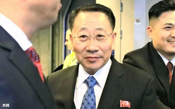 北朝鮮首席代表の金明吉氏(3日、ストックホルム)=共同