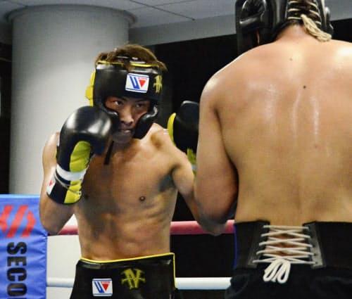 ワールド・ボクシング・スーパーシリーズ(WBSS)決勝へ向けて練習する井上尚弥(4日、横浜市)=共同