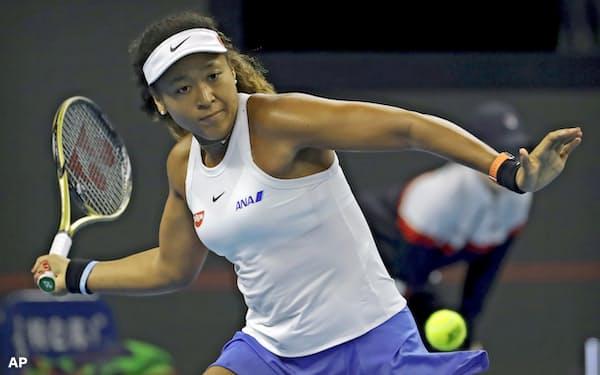 4日、テニスの中国オープンで全米女子優勝のビアンカ・アンドレースクに勝ち、4強入りを決めた大坂なおみ=AP