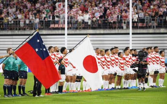試合前、整列する日本代表