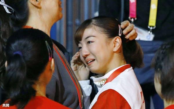 東京五輪の体操女子団体総合出場枠を獲得し、涙を流す寺本明日香=共同