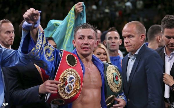 IBF世界ミドル級王者決定戦でセルゲイ・デレビャンチェンコに判定勝ちし、世界王者に返り咲いたゲンナジー・ゴロフキン=AP