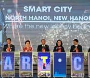 記念式典にはグエン・スアン・フック首相(中央)も出席した(6日、ハノイ市)