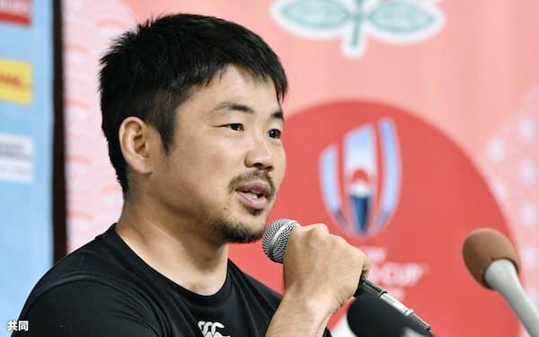 記者会見するラグビー日本代表の田中(6日、東京都内)=共同