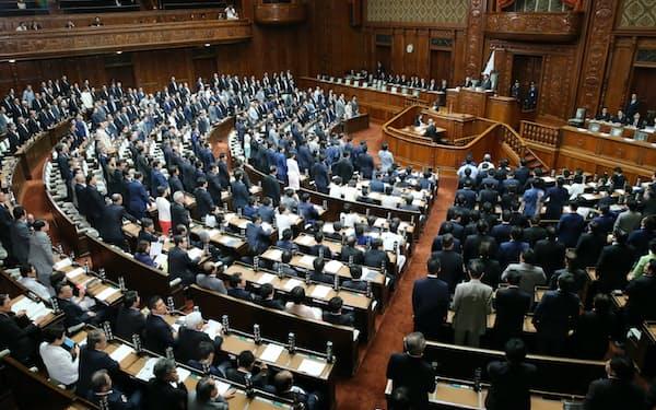 与党と国民民主などの賛成多数で改正歳費法が可決、成立した衆院本会議(18日)