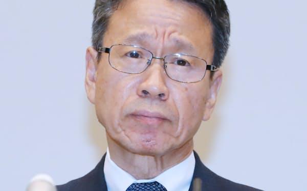 記者会見する関西電力の岩根社長(2日、大阪市福島区)