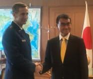 会談に臨む河野防衛相とシュナイダー在日米軍司令官(7日、防衛省)