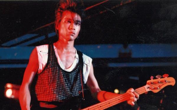 プロを目指し、ロックバンド「G-SCHMITT」のベーシストとして活動していた東大時代の梅澤さん