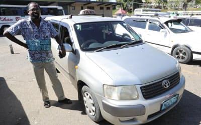 トヨタ製の商用車をタクシーとして利用している運転手。走行距離は130万キロを超えているが「故障はほとんどないよ」と話す