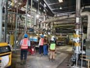 丸紅はパーム油の製造工程で出る廃液が環境に与える影響を最小限に抑えることをめざす(インドネシアのパーム油工場)