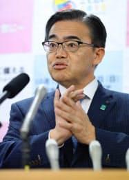 不自由展の再開について記者会見する愛知県の大村知事(7日、愛知県庁)
