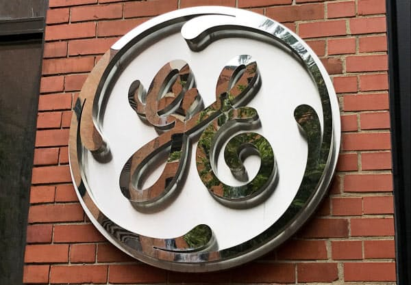 GEは債務圧縮の一環として現行の年金制度を凍結する=ロイター