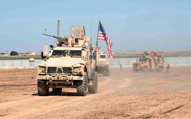 米軍はこれまでトルコ軍と合同パトロールを実施していた(シリア北東部、9月8日)=ロイター