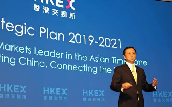 香港取引所の李小加CEOは8日、英ロンドン証券取引所の買収断念を発表した