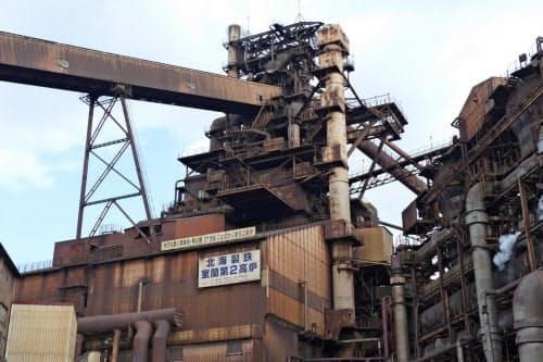日本製鉄は現在、3工場の稼働を停止している(写真は室蘭製鉄所の高炉)