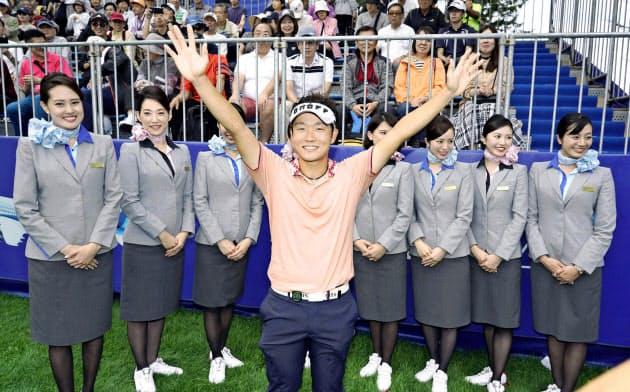 ANAオープンで優勝した浅地洋佑。賞金ランク4位で「ZOZO」チャンピオンシップ出場が確実だ=共同