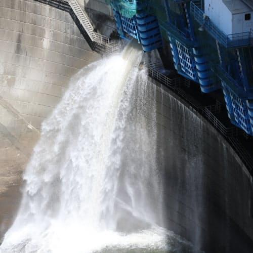 天ケ瀬ダムの放水