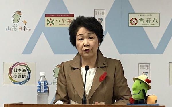 病院の再編統合に慎重な姿勢を示した山形県の吉村美栄子知事(8日、山形市)
