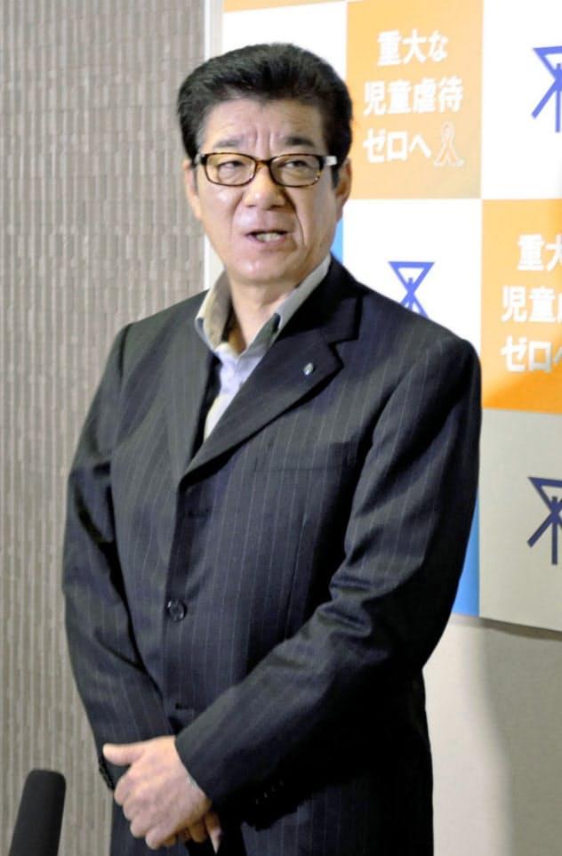 取材に応じる松井一郎大阪市長(3日、大阪市役所)=共同