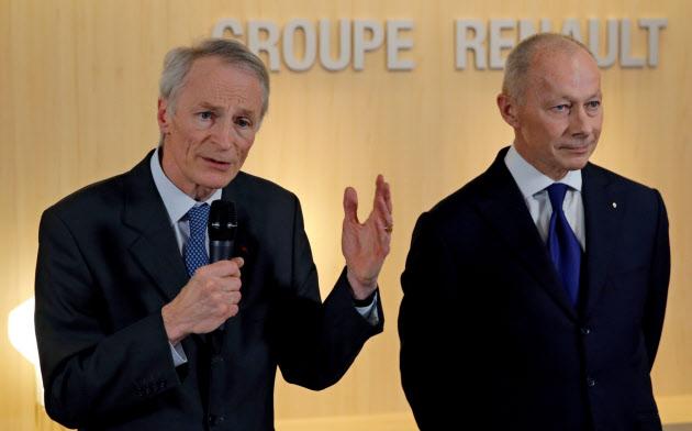 ルノーのスナール会長(左)はボロレCEOの交代を計画している=ロイター