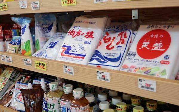 食塩の店頭価格がじわじわ上昇している(東京・練馬のアキダイ関町本店)