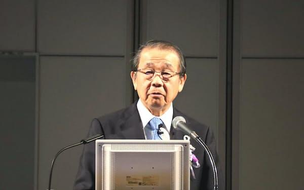 開会式であいさつする永山治委員長(中外製薬会長)