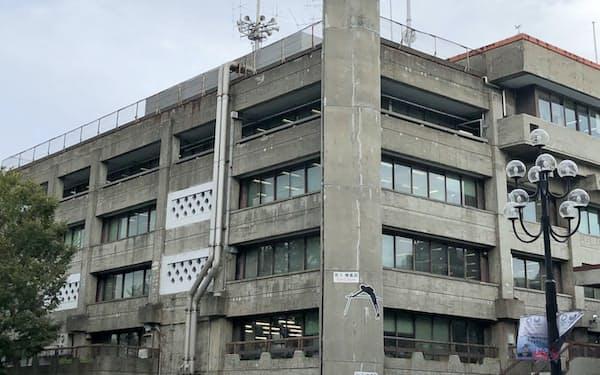 2020年度から解体される世田谷区役所の庁舎。新庁舎は26年度に完成予定