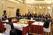 外国人受け入れについて議論する北海道・北東北の知事(9日、秋田市内のホテル)